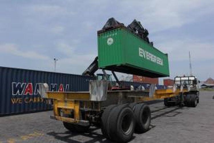 Ilustrasi: kegiatan bongkar muat di pelabuhan