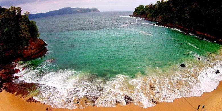 Pantai Sukamade di Taman Nasional Meru Betiri, Jawa Timur.