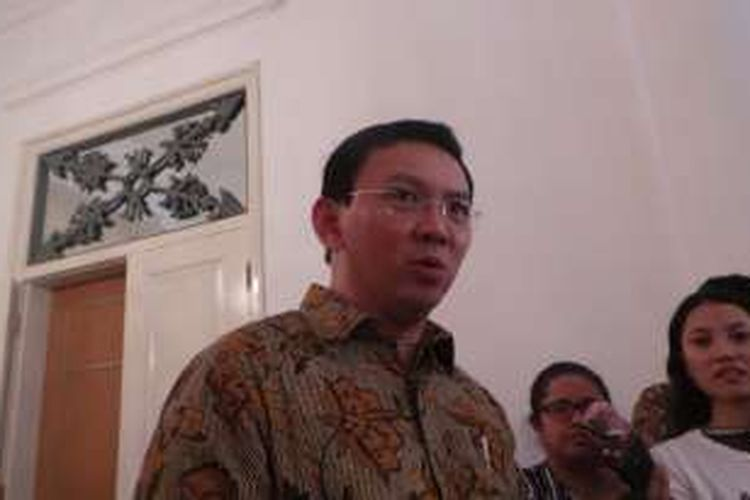 Gubernur DKI Jakarta Basuki Tjahaja Purnama saat wawancara wartawan, di Balai Kota DKI Jakarta, Jumat (12/8/2016).