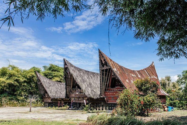 Rumah adat Batak Toba, Samosir, Sumatera Utara DOK. Shutterstock/Julius Bramanto