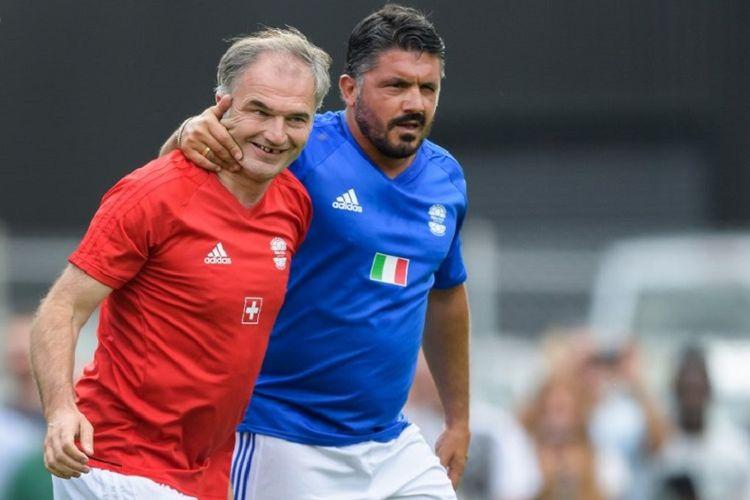 Stephane Chapuisat dan Gennaro Gattuso menjalani laga ekshibisi legenda timnas Swiss dan Italia pada 7 Juli 2017.