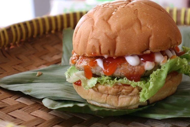 Burger tempe makanan barat yang diolah berbahan dasar tempe oleh wahana edukasi TempeLand