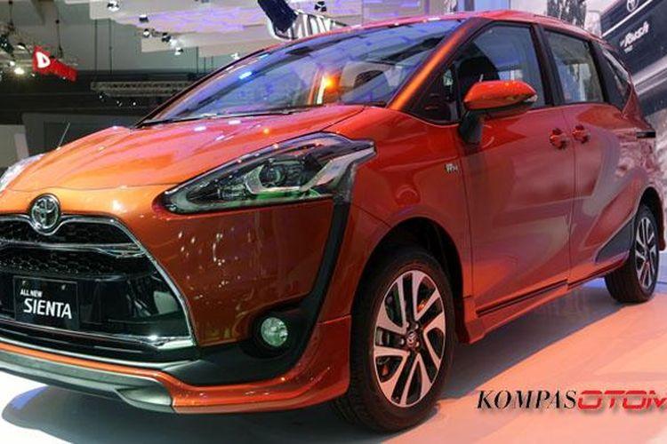 Toyota Sienta varian tertinggi, Q, mejeng di IIMS 2016.