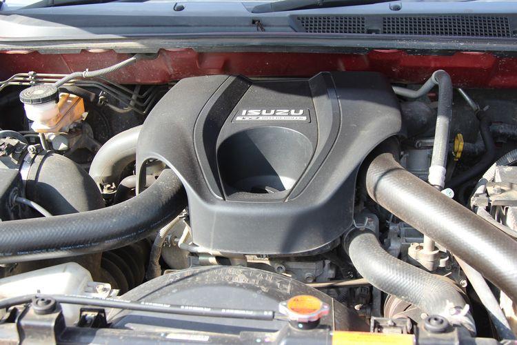 Isuzu mu-X i Series. mu-X jadi satu-satunya pilihan kendaraan penumpang dari Isuzu. SUV ini menggantikan Panther sebagai model mobil penumpang Isuzu.