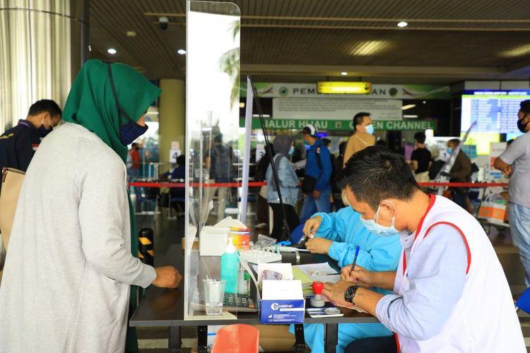 Jumlah penumpang yang berangkat di Bandara Hang Nadim mengalami kenaikan hingga lebih dari 1.400 penumpang per tanggal 23 Desember 2020. Sehari sebelumnya (22/12/2020), jumlah penumpang yang berangkat sebanyak 4.400 penumpang. Sedangkan pada Rabu (23/12/2020) telah mencapai lebih dari 5.800 penumpang, dengan total 79 penerbangan.