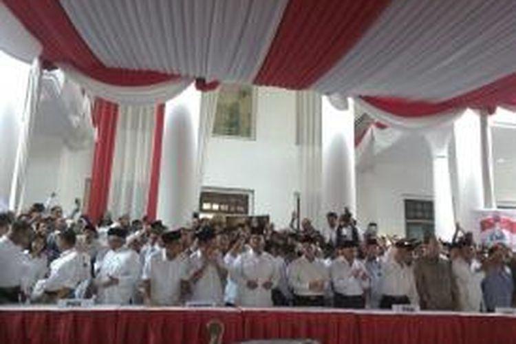Suasana deklarasi Prabowo Subianto dan Hatta Rajasa sebagai calon presiden dan wakil presiden RI di Rumah Polonia, Jalan Cipinang Cempedak, Jakarta Timur, Senin (19/5/2014).
