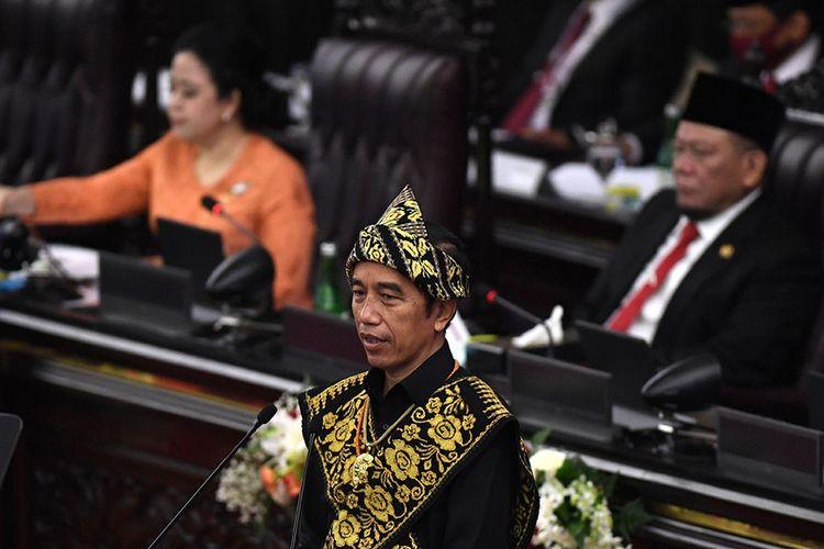 Presiden Joko Widodo menyampaikan pidato dalam rangka penyampaian laporan kinerja lembaga-lembaga negara dan pidato dalam rangka HUT ke-75 Kemerdekaan RI pada sidang tahunan MPR dan Sidang Bersama DPR-DPD di Komplek Parlemen, Senayan, Jakarta, Jumat (14/8/2020). Kepala Negara memilih menggunakan pakaian adat Sabu, Nusa Tenggara Timur, pada sidang tahunan yang digelar di tengah pandemi Covid-19 kali ini.