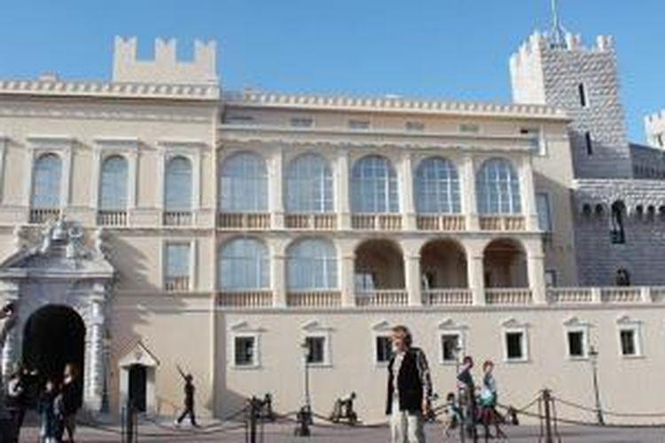 Istana Monaco, tempat keluarga Grimaldi Monaco tinggal.