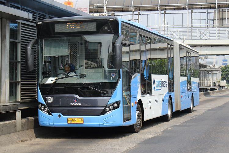 Bus Transjakarta sudah dilengkapi dengan ruang khusus atau sekat yang memisahkan sopir dan penumpangnya.