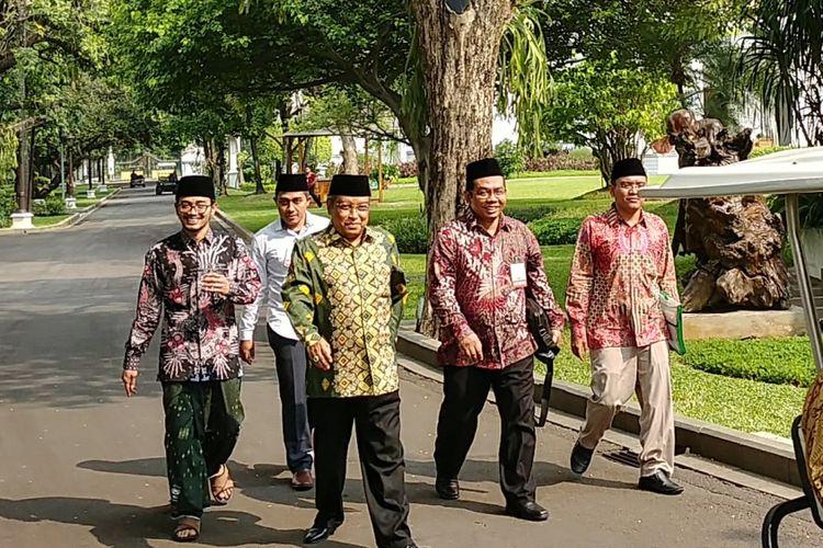 Ketua Umum PBNU Said Aqil Siradj bersama sejumlah pengurus PBNU usai menemui presiden Joko Widodo di Istana Kepresidenan, Jakarta, Selasa (11/7/2017).