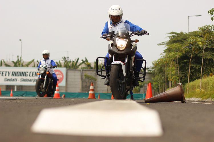 Instruktur safety riding binaan AHM melakukan latihan intensif sebagai persiapan menghadapi kompetisi The 18th Safety Japan Instructors Competition 2017 yang akan berlangsung di Suzuka, Jepang.