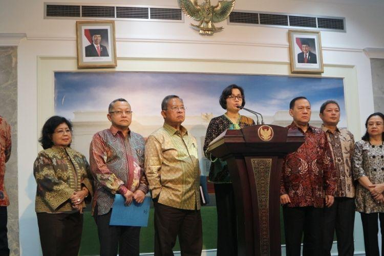 Panitia Seleksi Calon Dewan Komisioner OJK di Istana, Senin (13/3/2017).