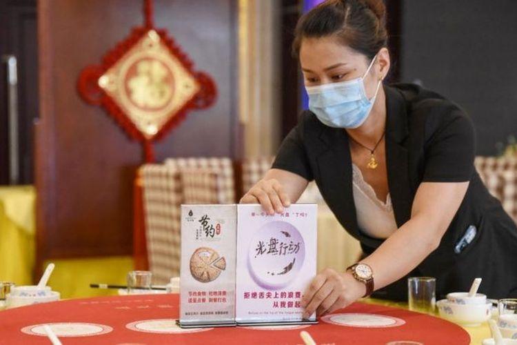 Pelanggan rumah makan di China diminta untuk mengurangi pesanan dalam upaya mengatasi masalah sampah makanan.