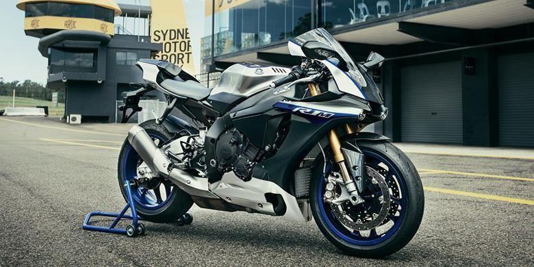 Yamaha YZF-R1M model 2017.