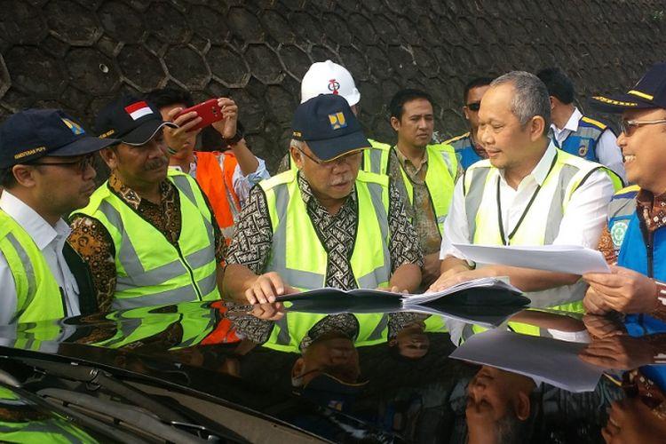 Menteri Pekerjaan Umum dan Perumahan Rakyat (PUPR) Basuki Hadimuljono saat berkunjung ke ruas tol Bintaro Viaduct, Jumat (14/9/2018).