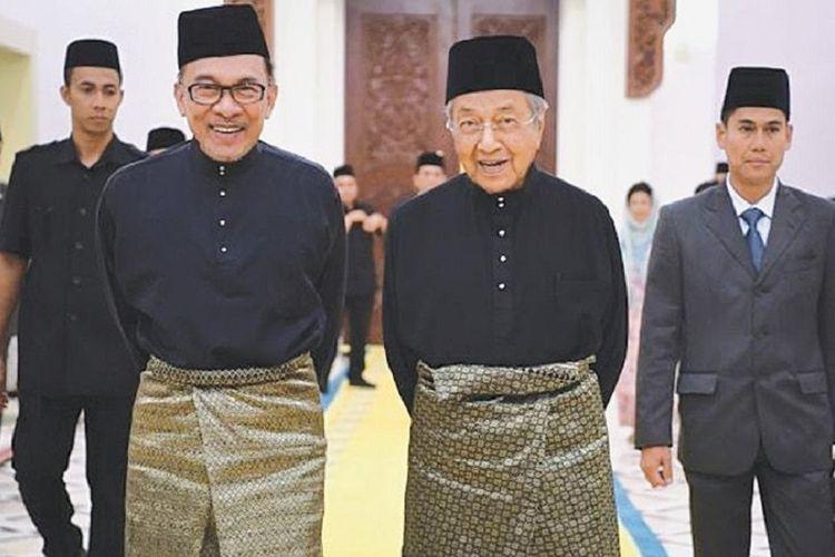 Pemimpin Oposisi Malaysia Anwar Ibrahim dan mantan Perdana Menteri Malaysia Mahathir Mohamad