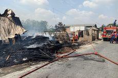Gudang Kayu di Bekasi Ludes Dilalap Api Pembakaran Sampah