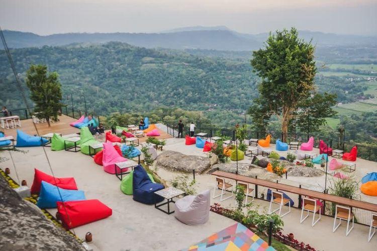 Tempat wisata di Yogyakarta bernama Obelix Hills (https://obelixhills.com/).