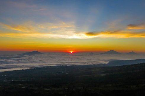 Matahari Terbit Berlatar 4 Gunung di Bukit Sikendil Temanggung