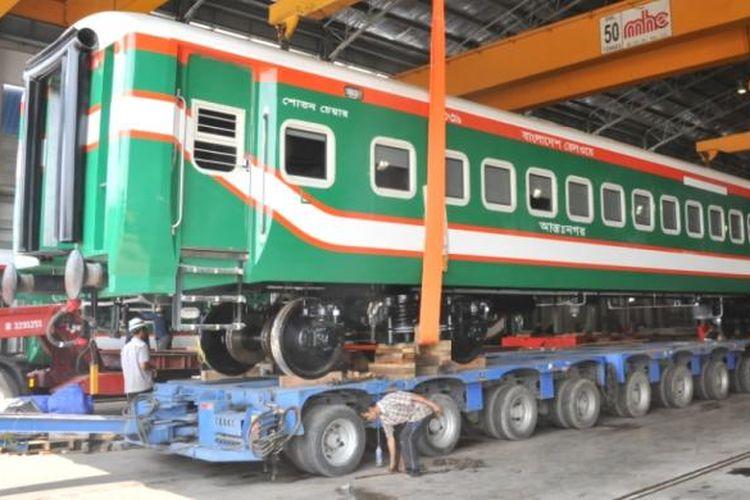 Salah satu gerbong kereta api pesanan negara Banglades buatan PT INKA