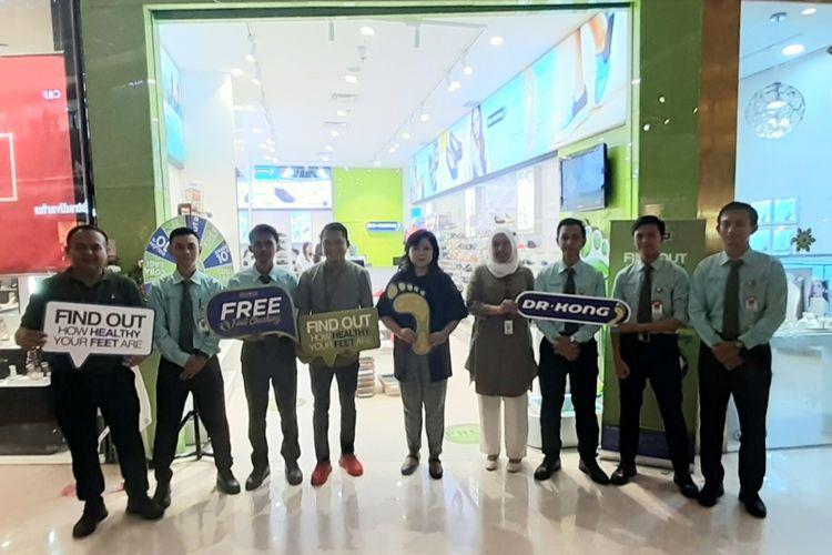 Toko independent DR. Kong di Lippo Mall Kemang, Jakarta.