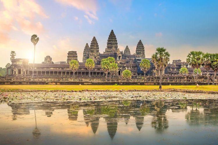 Angkor Wat, peninggalan Kerajaan Khmer yang dibangun pada abad ke-12.