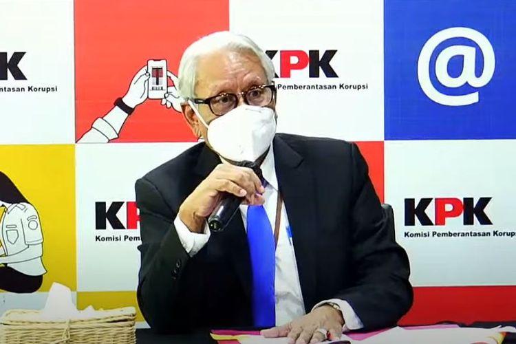 Anggota Dewasn Pengawas KPK Harjono dalam konferensi pers usai sidang pelanggaran etik dua penyidik KPK pada Senin (12/7/2021).