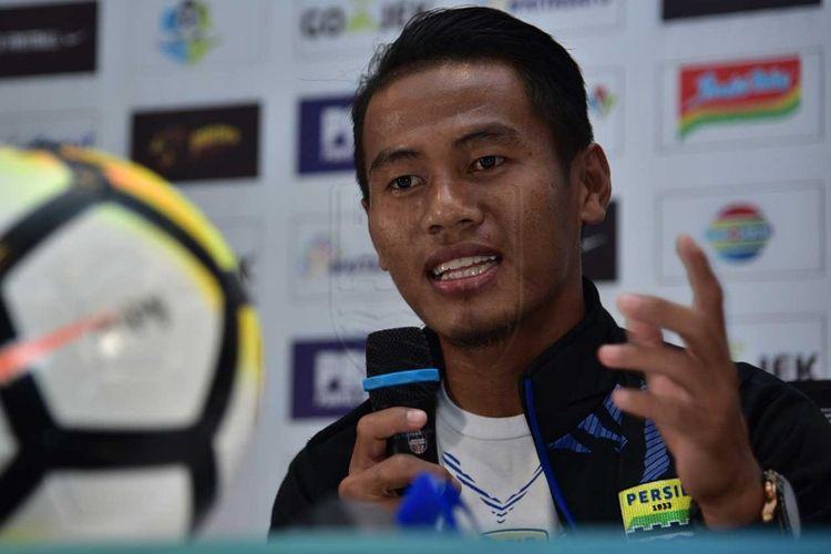 Pemain sayap Persib Bandung, Ghozali Siregar, saat hadir dalam konferensi pers jelang laga kontra Persipura Jayapura di Graha Persib, Jalan Sulanjana, Jumat (11/5/2018).