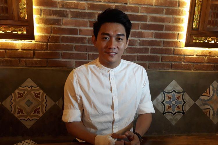 Ifan Seventeen mengklarifikasi kabar perselingkuhannya dalam konferensi pers di kawasan Tebet, Jakarta Selatan, Kamis (27/9/2018).
