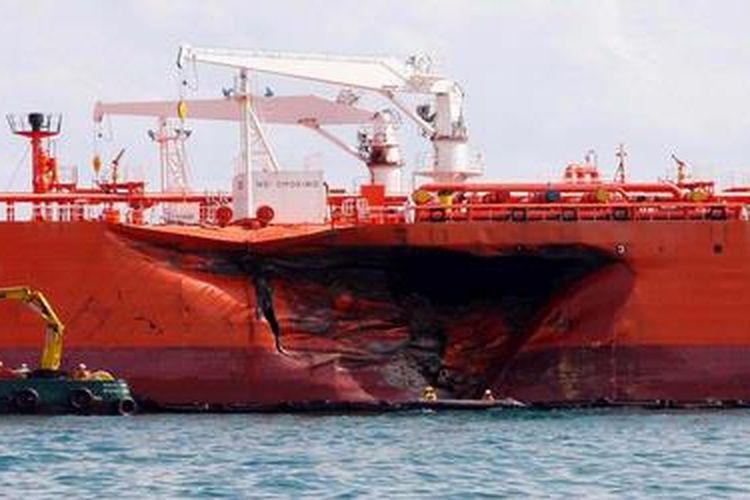 Ilustrasi tabrakan kapal. TRIBUN BATAM/IMAN SURYANTO