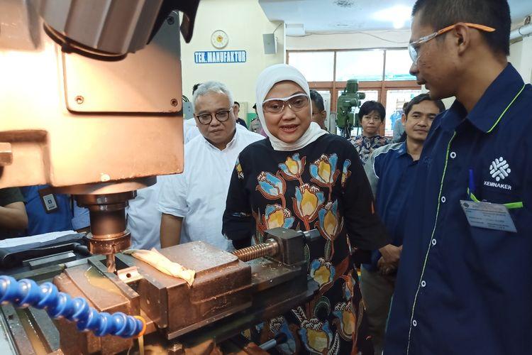 Menteri Ketenagakerjaan (Menaker) Republik Indonesia, Ida Fauziyah mengunjungi Balai Latihan Kerja dan Pengembangan Produktifitas (BLKPP) Bandung, Jalan Gatot Subroto, Kota Bandung, Rabu (11/3/2020).