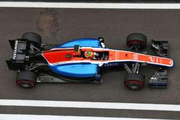 Pebalap Manor Racing asal Indonesia, Rio Haryanto, memacu MRT05 pada sesi kualifikasi GP Rusia di Sochi Autodrom, Minggu (1/5/2016).