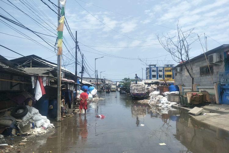 Kawasan Muara Angke, Jakarta Utara terendam banjir rob, Rabu (18/11/2020).