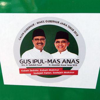 Bentuk stiker dan spanduk dukungan kepada pasangan Saifullah Yusuf dan Abdullah Azwar Anas, dalam Pilkada Jatim 2018.