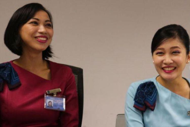 Rahajeng Kusumawati Guntoro (kiri) dan Jeany Dewi Wirjono (kanan), dua pramugari Indonesia yang bekerja di maskapai penerbangan Silk Air.