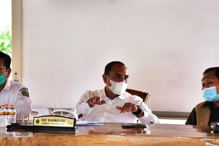 Gubernur Sumut Edy Rahmayadi bersama Sekretaris Gugus Tugas Percepatan Penangangan Covid-19 Provinsi Sumut Arsyad Lubis rapat koordinasi bersama Menko Marves Luhut B Pandjaitan secara virtual di rumah pribadinya, Senin (14/9/2020)