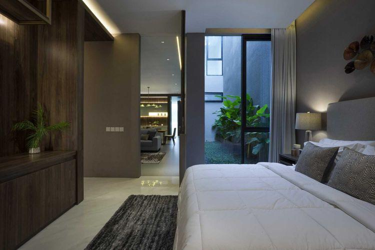 Kamar tidur yang berada di samping inner courtyard karya Simple Projects Architecture