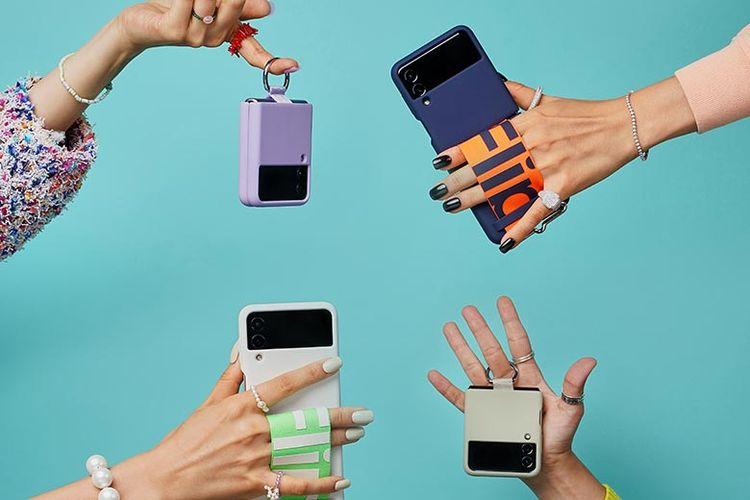Aksesori tambahan yang digunakan pada Samsung Galaxy Z Flip3 membuat pengguna makin stylish.