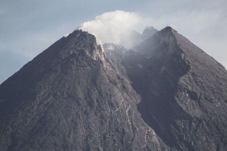 Pengamat kebencanaan mengatakan pemerintah perlu memikirkan langkah-langkah untuk mengantisipasi bencana alam di saat pandemi virus corona, karena ancaman bencana alam masih mengintai berbagai daerah di Indonesia.