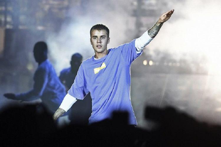 Justin Bieber tampil di AccorHotels Arena, Paris, Perancis, pada 20 September 2016. Pemerintah China melarang Bieber tampil di negara itu dengan alasan berkelakuan buruk.