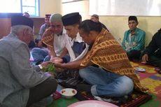 Pemukulan terhadap Anggota Dewan Diselesaikan dengan Ritual Tepung Tawar