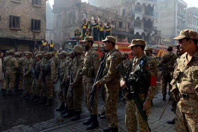 Militer Pakistan masih berjaga di lokasi kerusuhan antara warga Syiah dan Sunni di kota Rawalpindi. Kerusuhan sektarian yang pecah pada Jumat pekan lalu itu menewaskan sedikitnya sembilan orang.