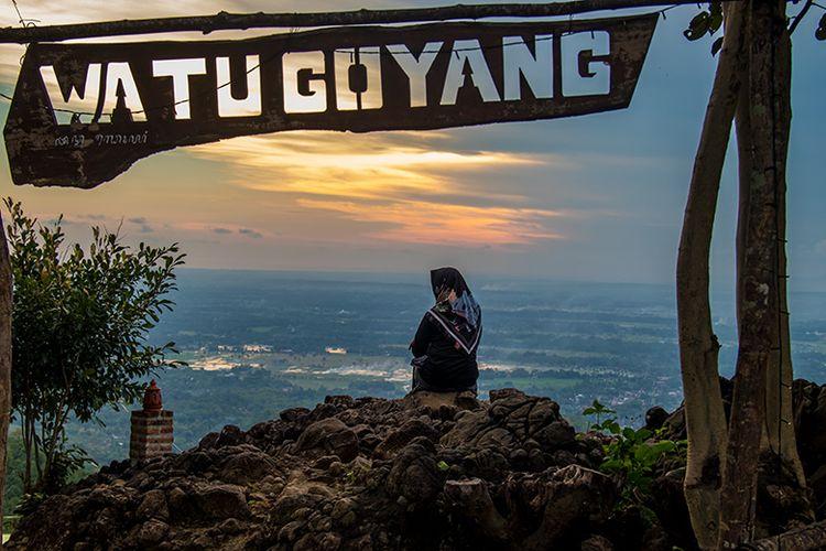 Keindahan senja di wisata Watu Goyang, Bantul.