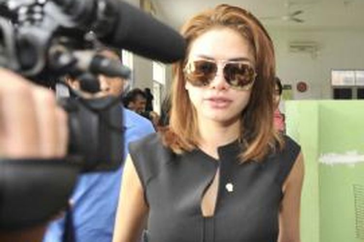 Nikita Mirzani alias artis NM dikirim ke Panti Sosial Karya Wanita, Pasar Rebo, Jakarta Timuar, Jumat (11/12/2015) untuk didata. Nikita diduga terlibat dalam praktik prostitusi online yang dikelola mucikari F dan O.