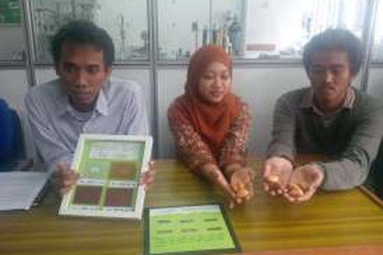 Lima Mahasiswa sulap Biji Durian jadi Bioplastik yang kuat dan mudah terurai. (Dok. Humas UGM)