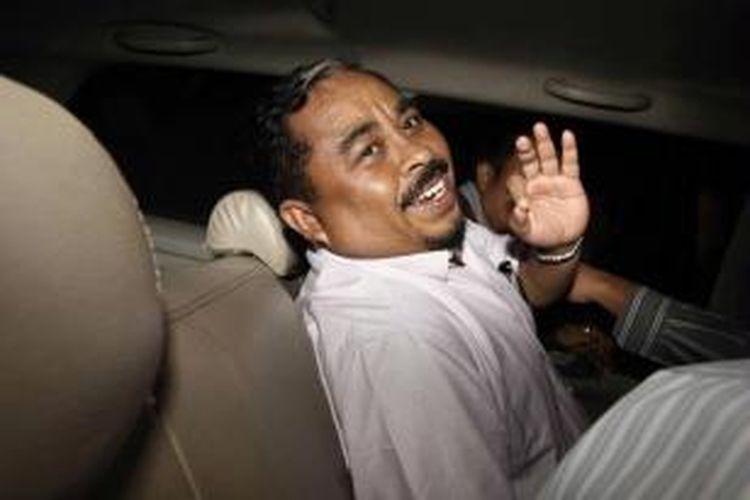Presiden Partai Keadilan Sejahtera (PKS) Luthfi Hasan dijemput Komisi Pemberantasan Korupsi (KPK) di Kantor DPP PKS, Jakarta Selatan, Rabu (30/1/2013). KPK menetapkan Luthfi sebagai tersangka terkait adanya praktik suap impor daging sapi.