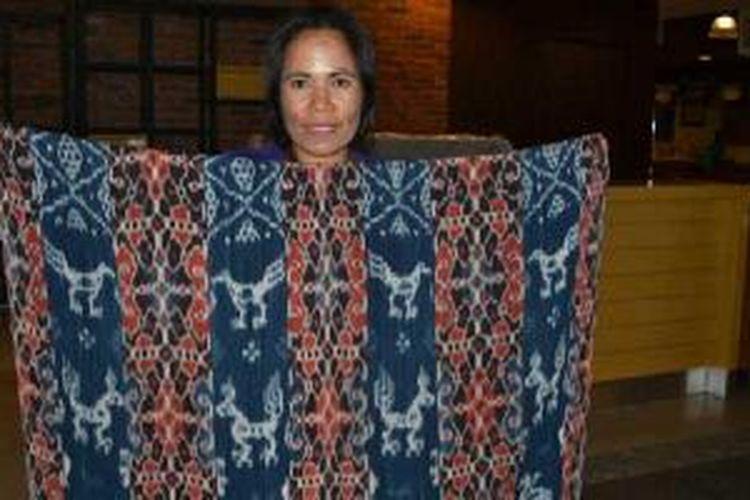 Tenun khas Sumba, Nusa Tenggara Timur.