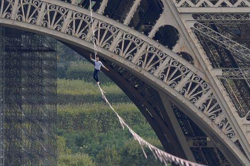 Momen Menegangkan Berjalan di Seutas Tali Sepanjang 600 Meter dari Menara Eiffel