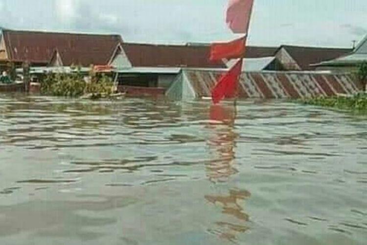 Banjir melanda 10 Kecamatan di Kabupaten Wajo, Sulawesi Selatan yang mencapai 3,5 meter sejak, Kamis (16/7/2020) sore.