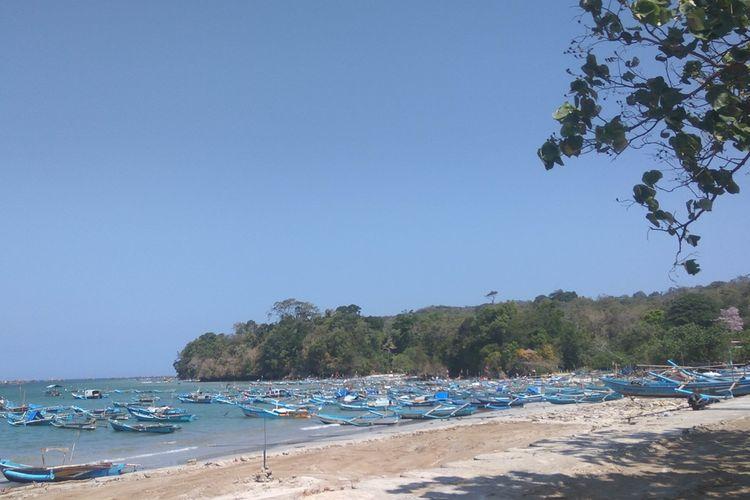 Sejumlah perahu nelayan bersandar di Pantai Timur Pangandaran, Rabu sore (2/10/2019). Saat ini pemerintah setempat terus berbenah demi mewujudkan Pangandaran menjadi wisata kelas dunia.